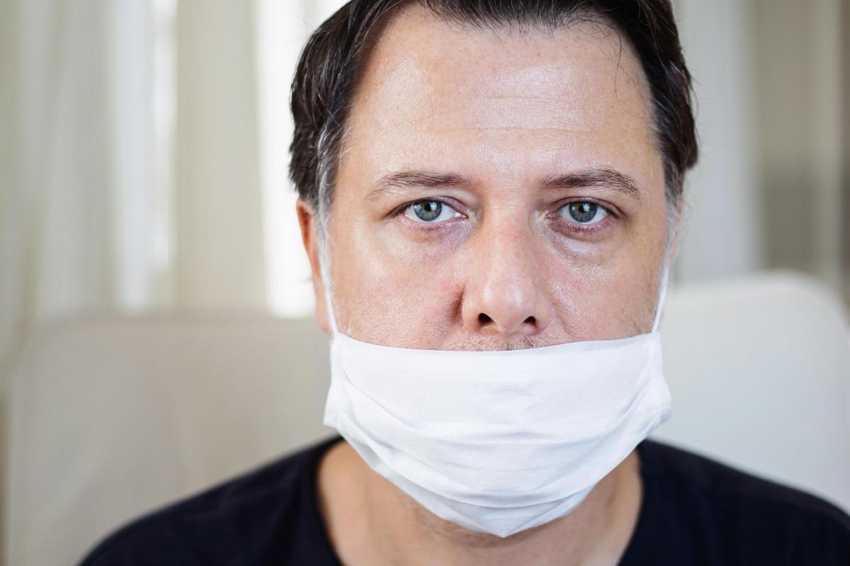 Можно ли носить маску на подбородке? Будет ли штраф?